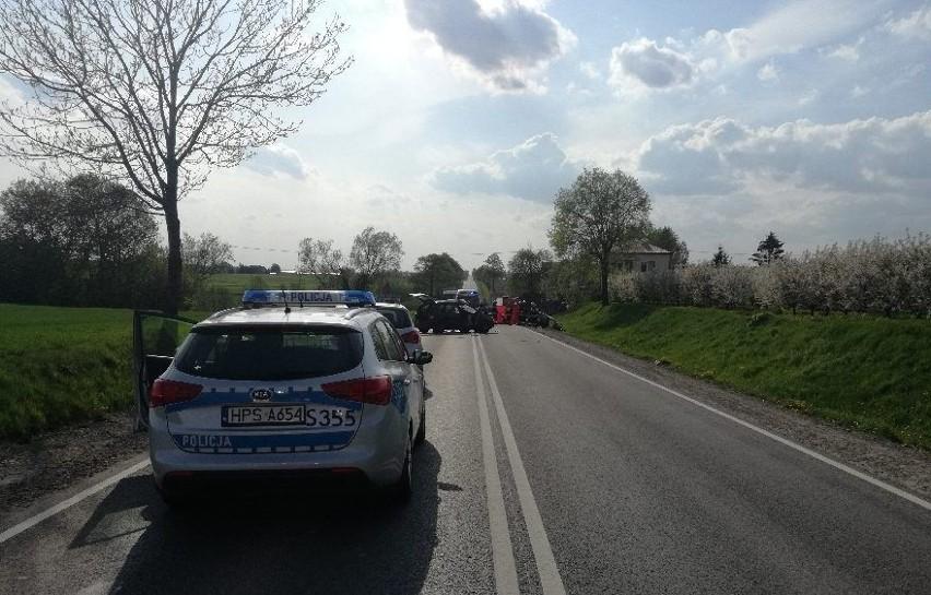 Śmiertelny wypadek na krajowej trasie numer 74 w Olszownicy. Jedna osoba zginęła, trzy zostały ranne