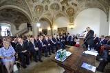Uroczysta sesja Rady Miasta w poznańskim ratuszu. Wybitnym poznaniakom wręczono wyróżnienia i nagrody