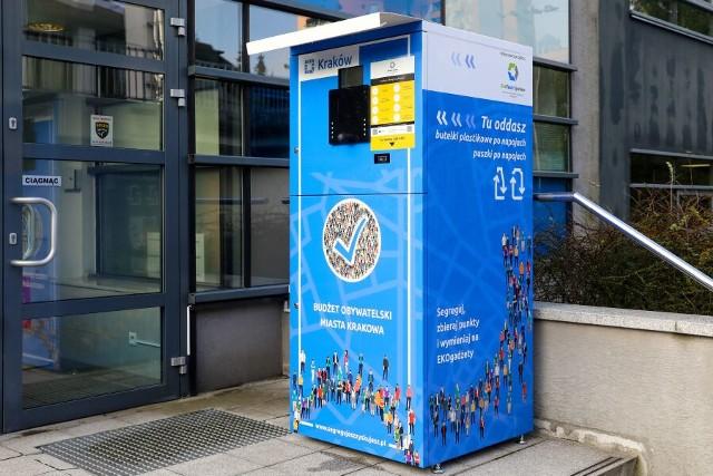 Opróżnianie recyklomatów odbywa się na bieżąco