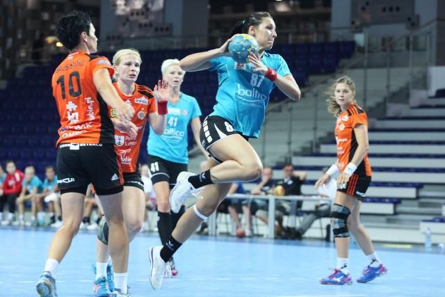 Hanna Jaszczuk (z piłką) zadebiutowała w reprezentacji Białorusi.