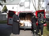 Województwo lubelskie: ilu wiernych, tyle maseczek. Strażacy przekazali kościołom środki do walki z pandemią