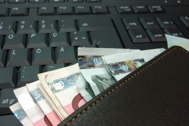 ae62c84a6 Białorusin chciał wymienić 317 tysięcy rubli. Ale zamiast 25 tysięcy euro  dostał plik pociętych kartek