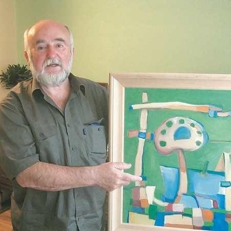Józef Wierzbicki lubi codziennie pracować nad swoimi obrazami.