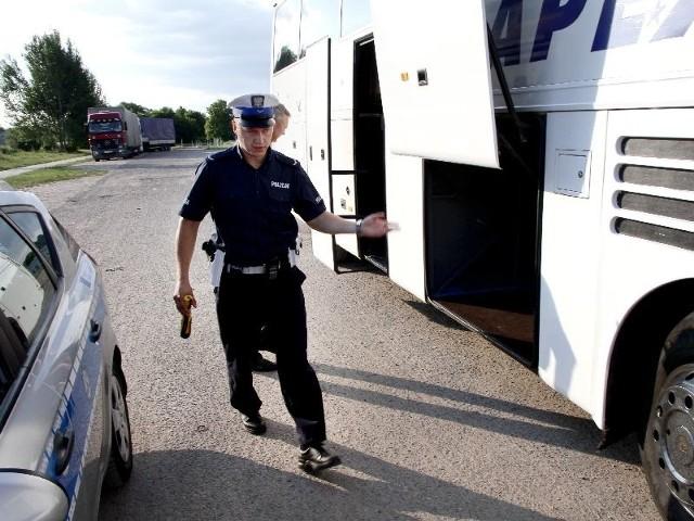Wczoraj po południu szczegółowa kontrola autokaru wiozącego młodzież w góry nie wykazała żadnych nieprawidłowości