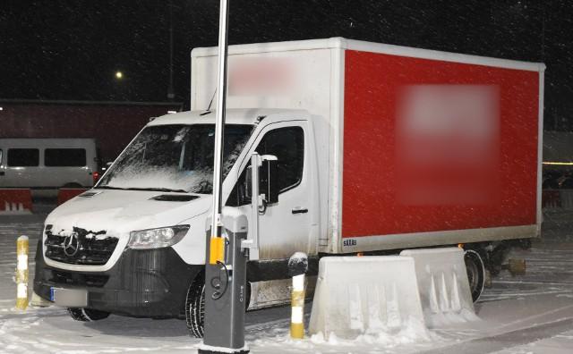 Mercedes bus skradziony z niemieckiej wypożyczalnia. Auto zostało zatrzymano na polsko-ukraińskiej granicy w Korczowej.