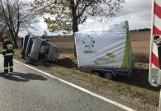 Silny wiatr zdmuchnął z drogi jeepa z przyczepą. Wypadek na krajowej 11 pod Kluczborkiem