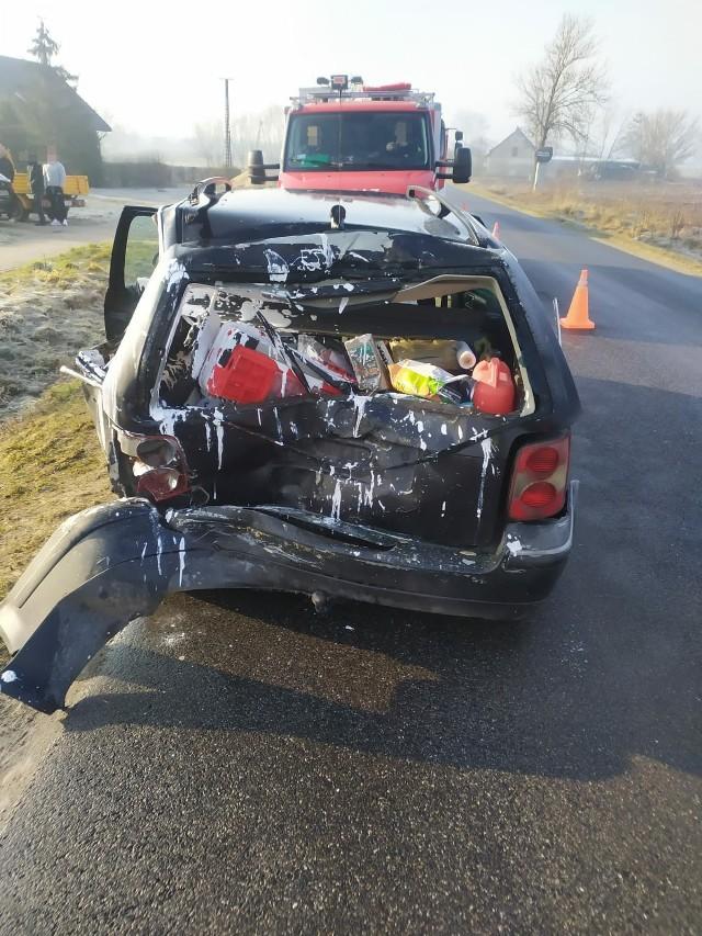 Ciężarowy renault uderzył w tył volkswagena