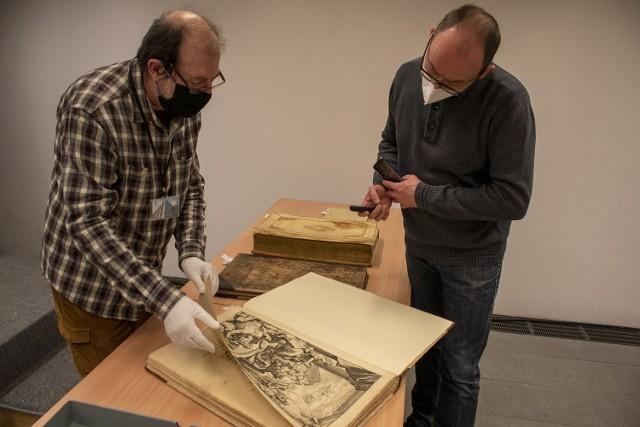 Zakończono konserwację i digitalizację najcenniejszych zbiorów Biblioteki Raczyńskich.