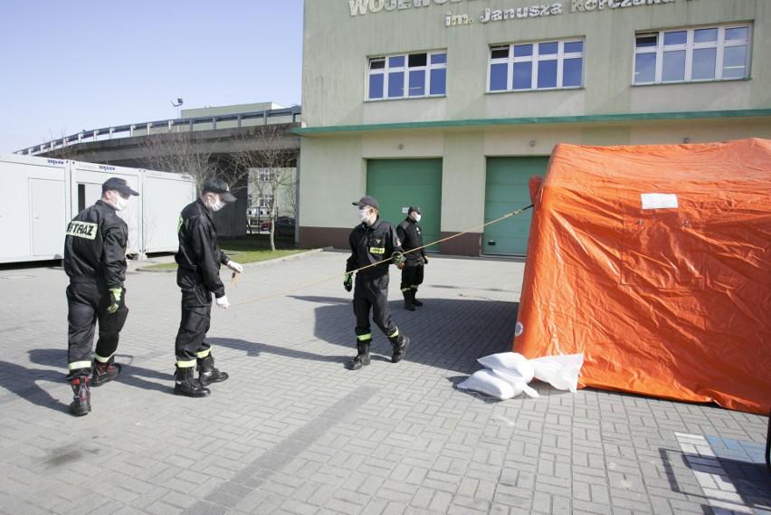 Każdy pacjent szpitala w Słupsku przejdzie przez polową izbę przyjęć [ZDJĘCIA, WIDEO]