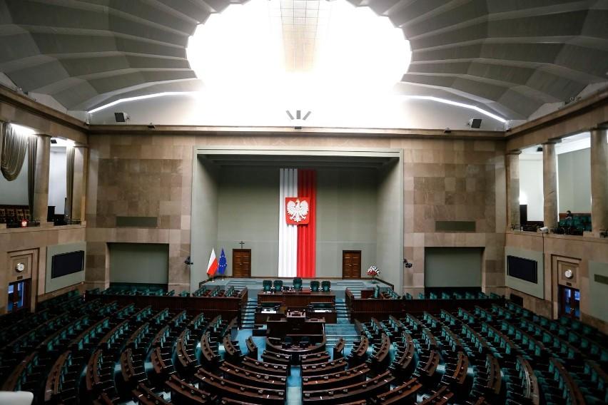 Aż 54 proc. Polaków źle ocenia decyzję Koalicji...