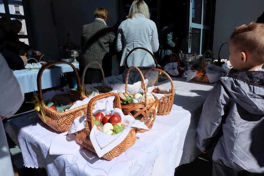 Duchowni w cerkwiach święcą koszyczki z pokarmami aż do...