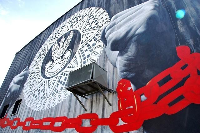 Myszyniec. Patriotyczny mural poświęcony żołnierzom wyklętym