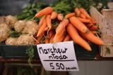 Truskawki w hurcie tanieją. Ceny krajowych owoców i warzyw - wiele z nich spada. Najdroższa fasolka