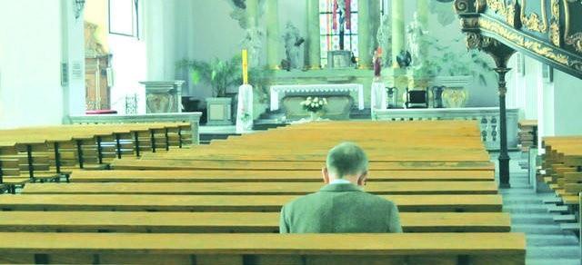 - Jeśli za ludzi wierzących uznać tych, których wiara znajduje bezpośrednie konsekwencje w życiu, to według moich szacunków populacja wierzących w Polsce liczyłaby od  4 do 10 procent - mówi dr  Paweł Załęcki, socjolog religii. Na zdjęciu: wnętrze kościoła św. Ducha w Toruniu.