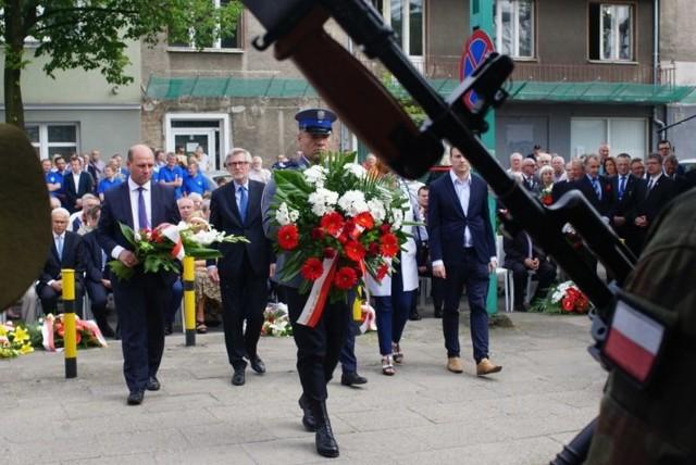 Rozbrzmiała syrena z poznańskich zakładów im. Hipolita Cegielskiego i punktualnie o godz. 15 rozpoczęła się kolejna część obchodów 61. rocznicy Poznańskiego Czerwca 1956 r.