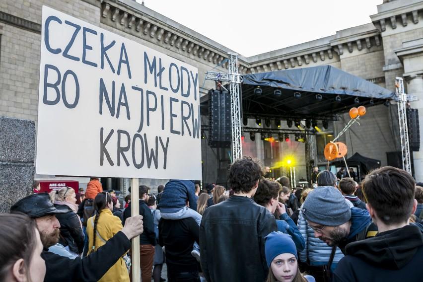 Strajk nauczycieli 2019. Warszawa: Artyści dla nauczycieli...