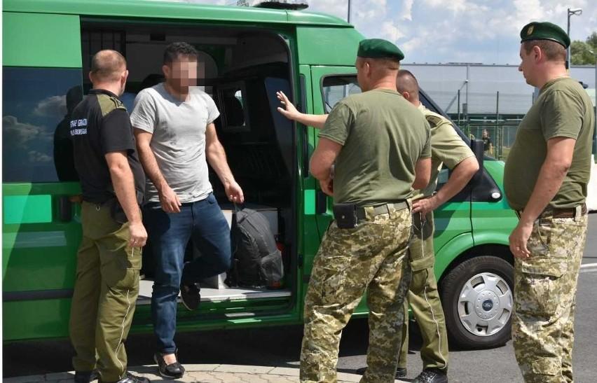 Przekazanie cudzoziemców na Ukrainę.