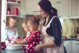 MAMA 4 PLUS. Pieniądze z programu Mama 4+: dla kogo i ile? Emerytura plus dla matek co najmniej 4 dzieci. Kryterium dochodowe