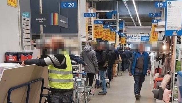 Tlumy Ludzi W Castoramie W Gdansku Siec Odpowiada I Apeluje Do Klientow Aby Korzystali Z Internetu Dziennik Baltycki