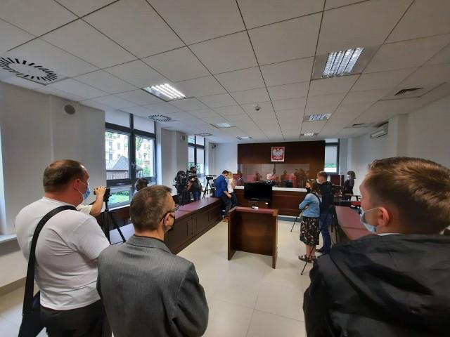 Wyrok na pastora Pawła Chojeckiego zapadł w czwartek o godz. 9. Oskarżony nie stawił się w sądzie. Cztery godziny później skomentował rozstrzygnięcie na kanale telewizji Idź Pod Prąd na Youtube