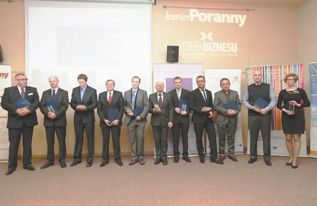 Laureaci rankingu (od lewej): Sławomir Żubrycki (Palisander), Robert Mieczejko (Rodex), Adam i Henryk Owsiejew (Malow), Andrzej Sobolewski (ChM), Antoni Stolarski (SaMASZ), Dariusz Jabłoński (Promotech), Paweł Ponichtera i Dariusz Czarnowski (Czar-Dent), Tomasz Dąbrowski (RITBET) oraz Bożena Matoszko (APS)