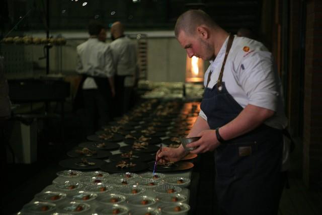 Kucharze bardzo dbali o detale i wygląd, nawet bez światła. Zobacz, co przygotowali ----->