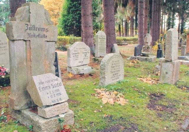 Ślady po dawnych mieszkańcach Koszalina. Lapidarium z przedwojennych płyt nagrobnych zostało uroczyście odsłonięte w 2003 roku.
