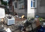 Sąsiedzi mają dosyć lokatora, który zapaskudził całe podwórko