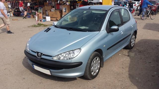1. Peugeot 206. Silnik 1,4 benzyna, rok produkcji 2005, cena ok. 7000 zł.