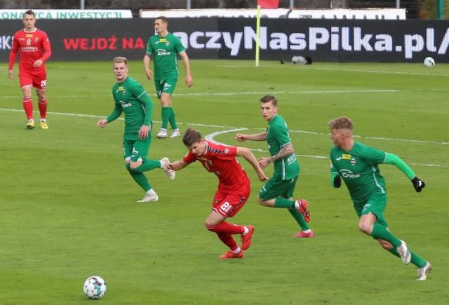 Piłkarze Radomiaka (na zielono) będą w nowym sezonie ekstraklasowymi rywalami Jagiellonii Białystok