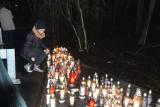 CIBÓRZ. Pogrążone w żałobie rodziny, mieszkańcy Ciborza, rówieśnicy, pożegnali młodych ludzi w miejscu gdzie tragiczne zginęli