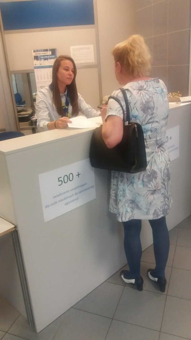 W bydgoskim Oddziale ZUS uruchomiono specjalny punkt informacyjny dotyczący 500 plus  dla osób niezdolnych do samodzielnej egzystencji
