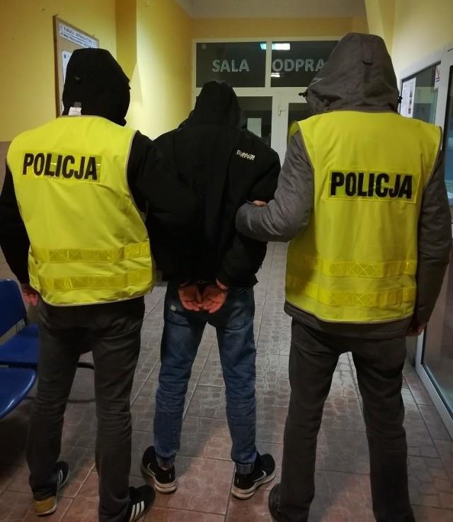 Policja złapała mężczyzn stojących za kradzieżą katalizatorów. Jeden z nich, 20-latek, odpowie również z Ustawy o przeciwdziałaniu narkomanii. W chwili zatrzymania miał w mieszkaniu środki odurzające