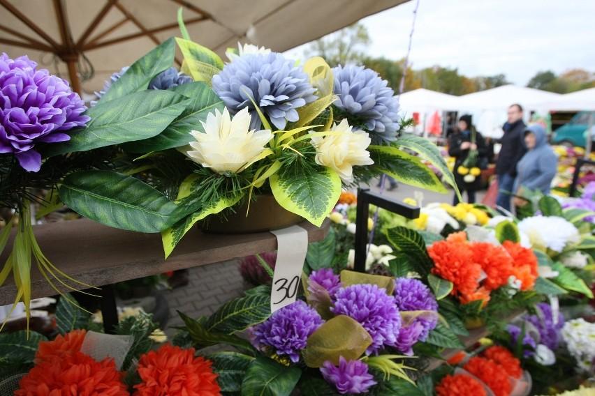Stroiki Kwiaty I Znicze Porównaliśmy Ceny Na Cmentarzach