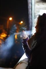 Palisz e-papierosa na przystanku, zapłacisz 500 złotych kary!