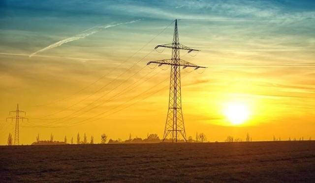 W najbliższych dniach mieszkańcy kilku miejscowości w naszym regionie muszą być przygotowani na przerwy w dostawie energii elektrycznej.Gdzie w najbliższych dniach zabraknie prądu? Sprawdźcie listę planowanych wyłączeń na najbliższe dni.