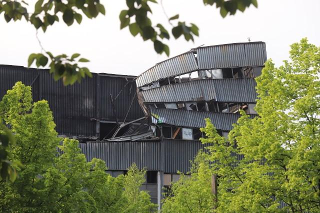 Zawalił się budynek na terenie byłej kopalni Mysłowice. Konstrukcja jest uszkodzona.Zobacz kolejne zdjęcia. Przesuwaj zdjęcia w prawo - naciśnij strzałkę lub przycisk NASTĘPNE