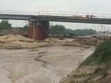 Rzeka Radomka zalała plac budowy obwodnicy zachodniej Radomia. Budowlańcy wstrzymali prace