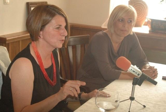 Julia Pitera przyjechała do Głogowa na zaproszenie posłanki Ewy Drozd. Zapowiedziała, że zajmie się sprawą radnych PiS, dziejących we władzach klubu Chrobry.