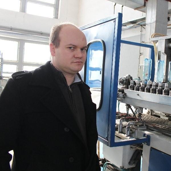 Kierownik Tomasz Wysocki z WIP martwi się, że znowu wzrosły koszty produkcji butelek
