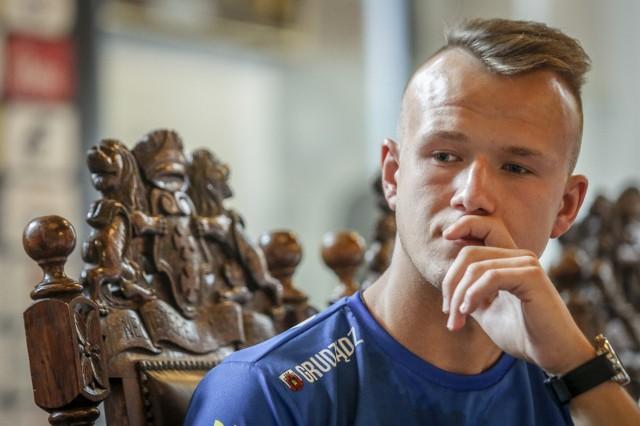Krystian Pieszczek to wychowanek Wybrzeża Gdańsk. W sezonie 2020 był najmocniejszym punktem zespołu, który zajął czwarte miejsce w eWinner 1 Lidze Żużlowej