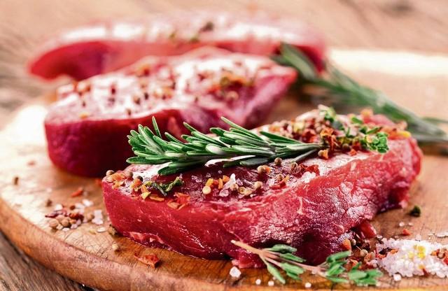 Źródłem łatwo przyswajalnego żelaza jest mięso, np. krwisty stek