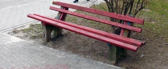Na tej ławce przy ulicy Czarnieckiego leżał półprzytomny dziewiętnastolatek.