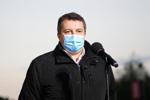 Artur Zaczyński pokieruje szpitalem polowym na Stadionie Narodowym.