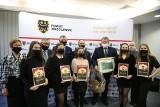 Laureaci plebiscytu Pokaż Talent odebrali nagrody od starosty