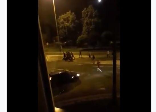 W miniony weekend w Krośniewicach (woj. łódzkie) w centrum miasta doszło do bójki obywateli Gruzji z mieszkańcami Krośniewic. Z nieoficjalnych informacji wynika, że uczestnicy zadymy, która odegrała się na ulicach Krośniewic byli uzbrojeni w ostre narzędzia - podaje radiolodz.pl.WIDEO I WIĘCEJ INFORMACJI - KLIKNIJ DALEJ