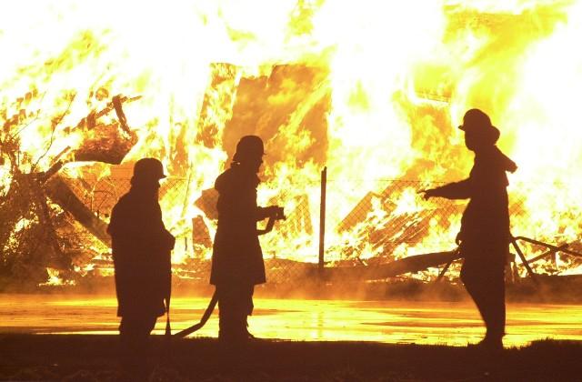 Spłonęło gospodarstwo w Bogucinie. Pogorzelcy proszą o pomoc