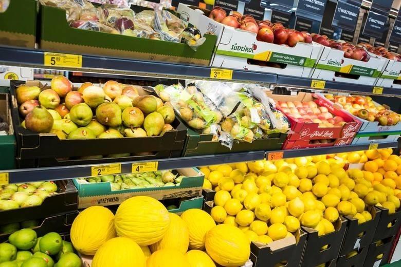 Owoce, niektóre orzechy, skórki owoców cytrusowych - dla nich VAT spada z 8 proc. na 5 proc.