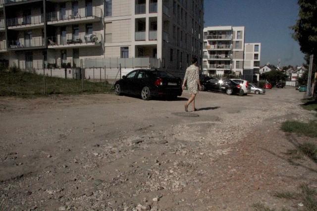Ulica Kwarciana jest gruntowa, po remoncie będzie asfaltowa.