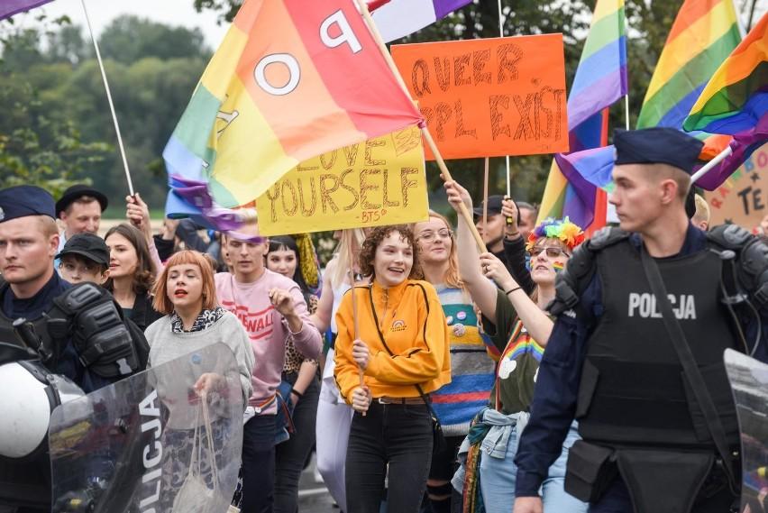 Spór o LGBT osią kampanii wyborczej. Andrzej Duda walczy o wyborców Krzysztofa Bosaka? Jacek Żalek i Przemysław Czarnek krytykowani